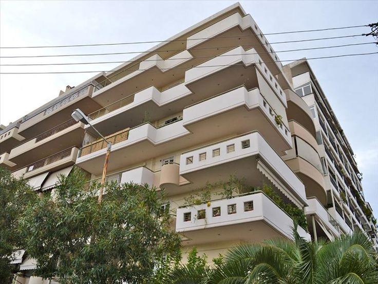Квартиры/Аппартаменты в Киллитеа,  Греция. 82 кв.м. Продается квартира площадью 82 кв.м в Афинах. Квартира расположена на втором этаже и состоит из 2 спальных комнат, гостиной с кухней, одной ванной комнаты, одной кладовой. также есть бронированные входные двери, ото