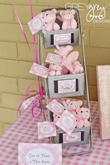 Favors at a Three Little Pigs Party #pig #partyfavors