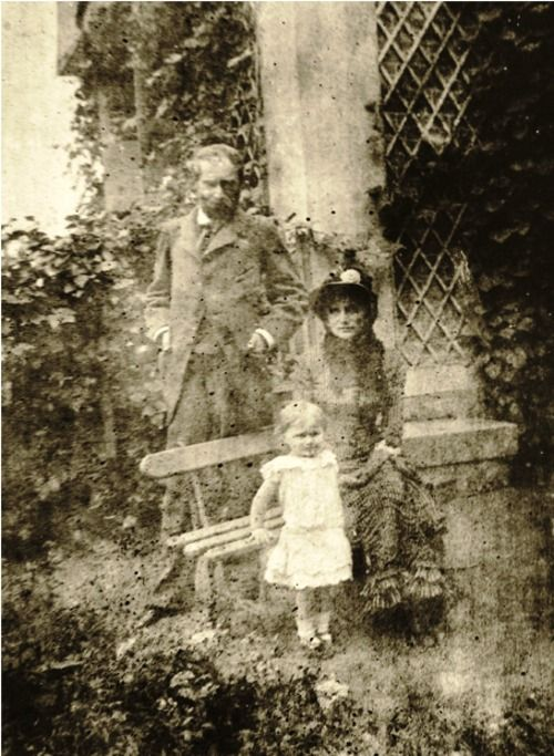 Berthe MORISOT, her husband Eugène MANET and their daughter, Julie (c.1880)