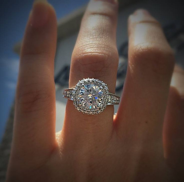 Introducing this extraordinary Tacori Blooming Beauties collection Diamond Halo Engagement Ring.