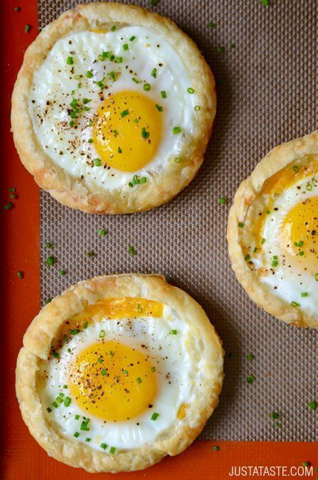 Cheesy Puff Pastry Baked Eggs | www.justataste.com | #recipe #bakedeggs #breakfast