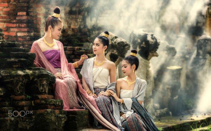 Beautiful Thai girl in Thai traditional costume - Beautiful Thai girl in Thai traditional costume Location : Wat Maheyong, Ayutthaya, Thailand