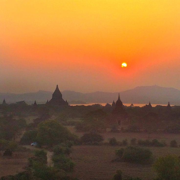 Aaaah Bagan …. Quel bijou cette ville ! Après Mandalay, Hsipaw, Monywa, Pakokku, me voilà partie à la découverte de ce vaste site archéologique bouddhique au patrimoine architectural incontestable : plus de 2000 temples construits pour l'essentiel entre les Xe et XIIIe siècles, sur 42 km2.