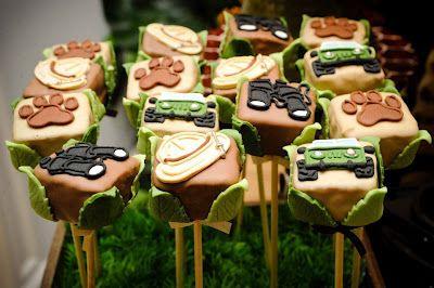pão de mel ou brownie no palito decorado banhado no chocolate e decorado com pasta americana 3,00