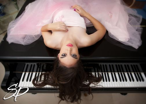 senior picture with piano - Google Search