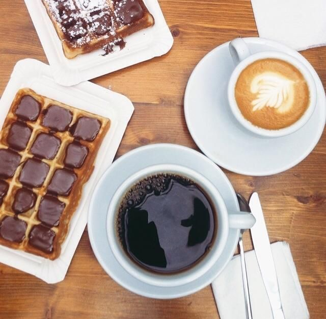 Kawa i wafle :) #coffee #cappuccino #waffles #nutella