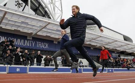 O príncipe Harry corre no evento de caridade