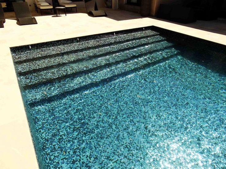 Les 45 meilleures images du tableau mosaique piscine sur pinterest piscines carrelage piscine - Colle pour mosaique piscine ...
