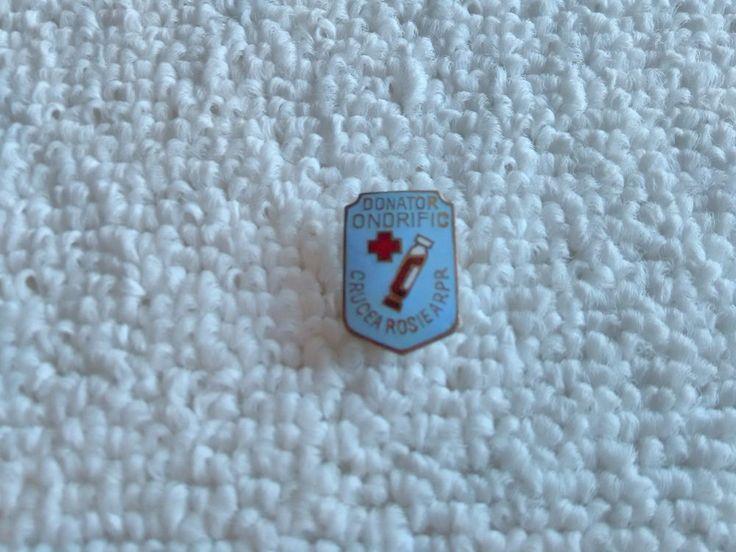 Vintage Romania/Romanian Red Cross pin badge