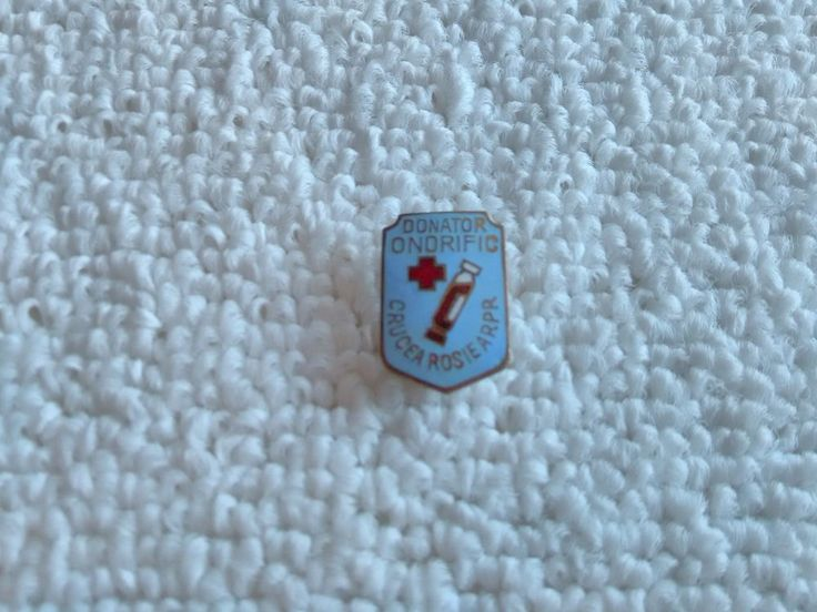 Vintage Romania/Romanian Red Cross pin badge