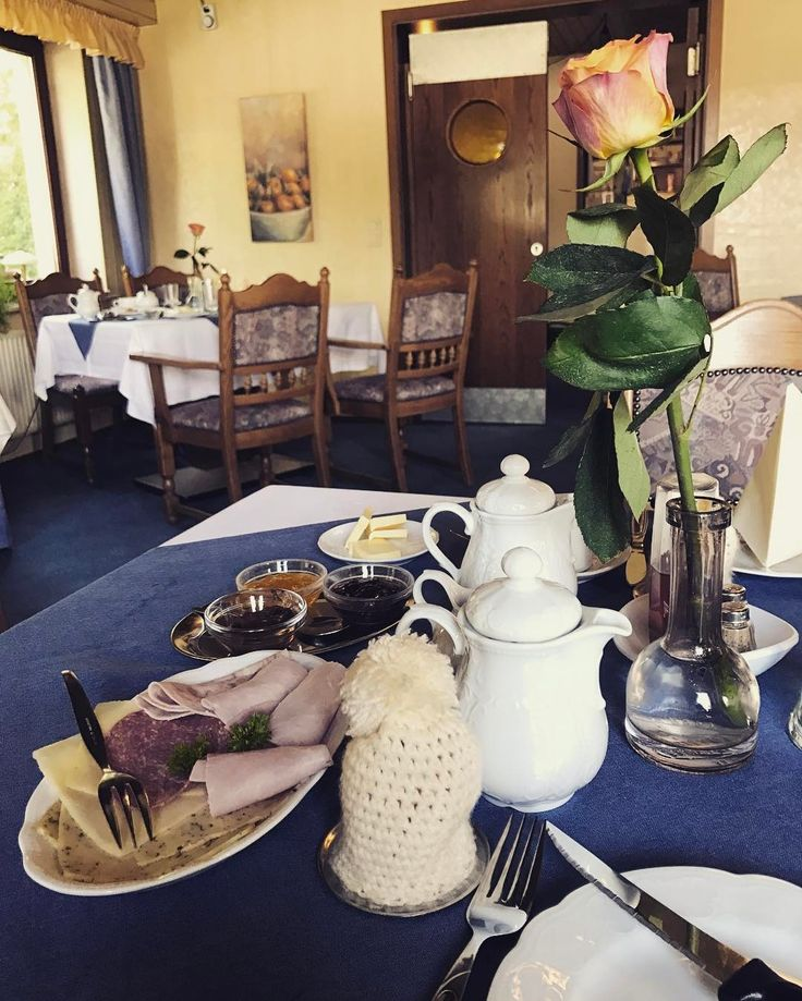 Wenn man noch Frühstück in einem Hotel bekommt nachdem die Frühstückszeit laaaaange vorbei ist (und nachts um halb drei reingelassen wird). #oldschoolbutsupernice #spontanehotelübernachtung #breakfastparty #göttingen
