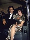 Актеры Майкл Надер и Джоан Коллинз, сидя в автомобиле премиум фотографической печати Джон пасхального