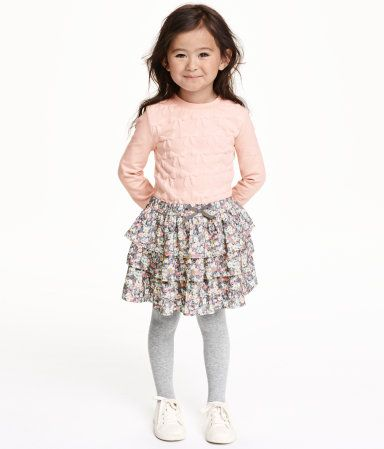 Tiered skirt in woven fabric with a printed pattern. Elasticized waistband with decorative bow at front. Lined.