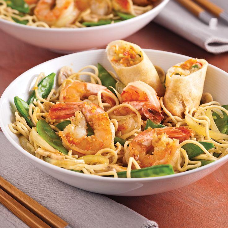 Des pâtes pour souper ? Oui, mais pas n'importe lesquelles. Dans cette recette express et simple à préparer, les nouilles instantanées s'entourent de fruits de mer, de légumes variés et d'ingrédients à saveur asiatique. Un plat parfait pour faire du repas du soir une aventure culinaire à partager !