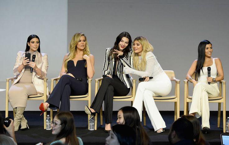 Bug στα Websites των αδερφών Kardashian-Jenner εκθέτει τους fans τους! - http://secn.ws/1iujg69 - Bug στα Websites των αδερφών Kardashian-Jenner εκθέτει τους fans τους! -Οι τηλεπερσόνες και αδερφές, Kim Kardashian, Khloe Kardashian, Kendall Jenner, και Kylie Jenner κυκλοφόρησαν τις προσωπικές τους ιστοσελίδες και apps νωρίτερα μες στην �