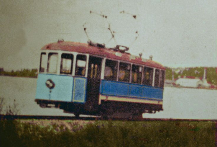 This picture, not the best quality, shows one of the original cars on the line out to Skonvik outside Sundsvall.