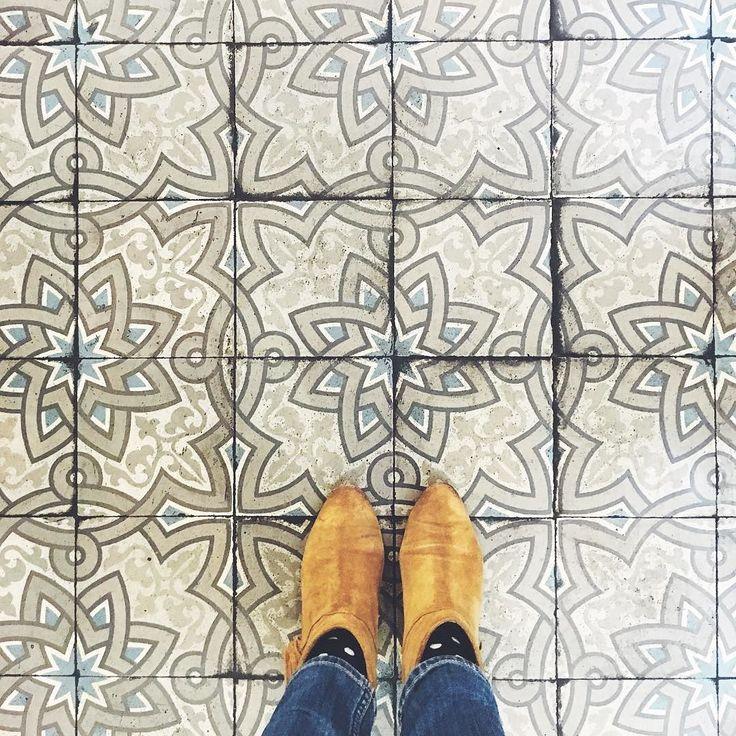 Joli carrelage chezlophtalmo tiles old carrelage for Carrelage motif retro