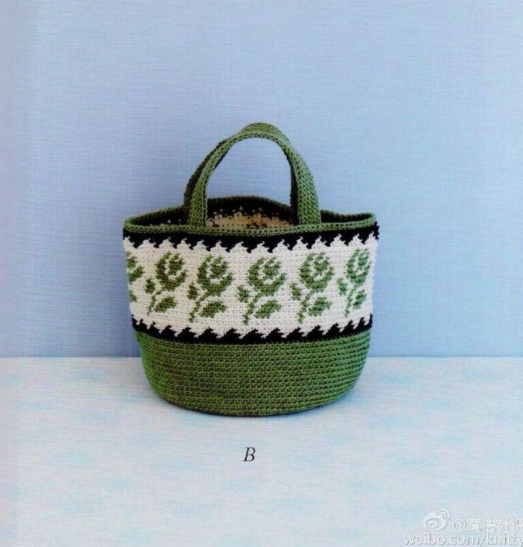 짧은뜨기로 배색해 꽃무늬를 넣어준 코바늘 가방입니다 출처 - 핀터레스트