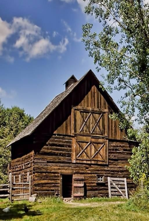 Country Living ~ Beautiful Old Unpainted Barn.: