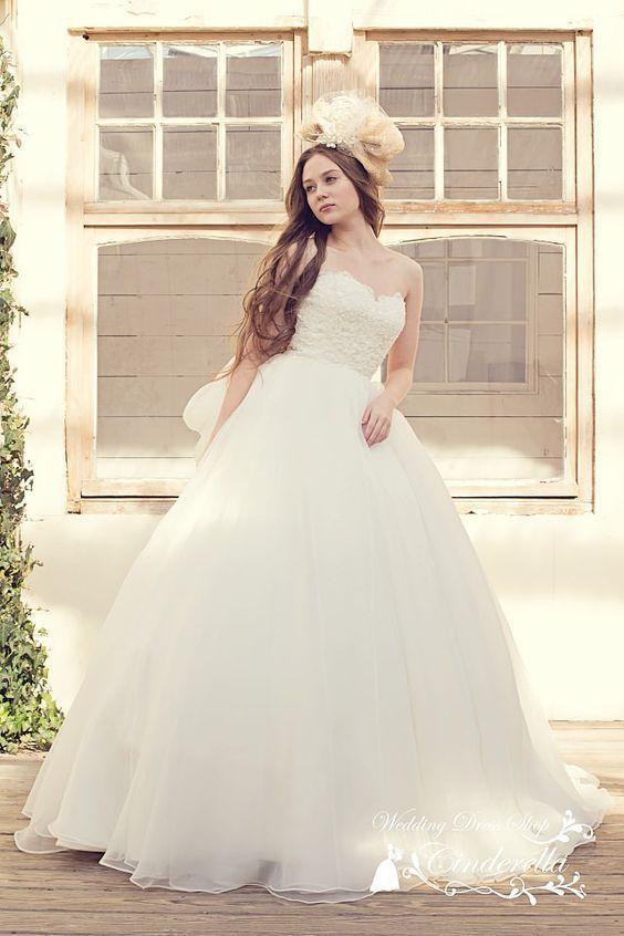 プリンセスラインにAライン♡白のAラインの花嫁衣装、ウェディングドレスのまとめ一覧です♡