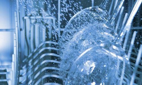 Te permite ver el interior del lavaplatos e inspeccionar el lavado para poder asegurarse que están limpios los platos antes de removerlos. Cuenta con capacidad para 80 piezas ¡Lavaplatos increíbles!