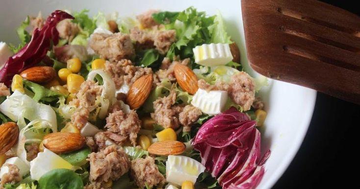 No solo esta ensalada es sanísima, sino que la combinación de ingredientes es muy buena y está muy rica. Una receta de COCINA FÁCIL Y ELABORADA.