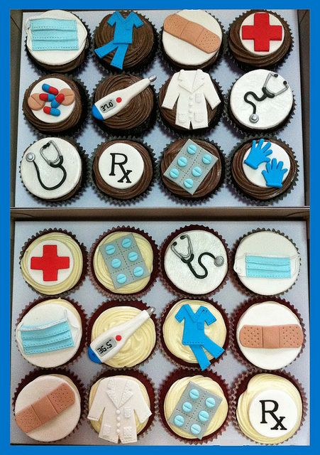 doctor nurse cupcakes - I'm thinking of one person and her final graduation...