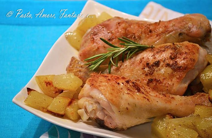 Ciao a tutti, oggi vi propongo un secondo piatto saporitissimo, non proprio leggero :-): i fusi di pollo al forno con patate come quello fatto nelle rostic