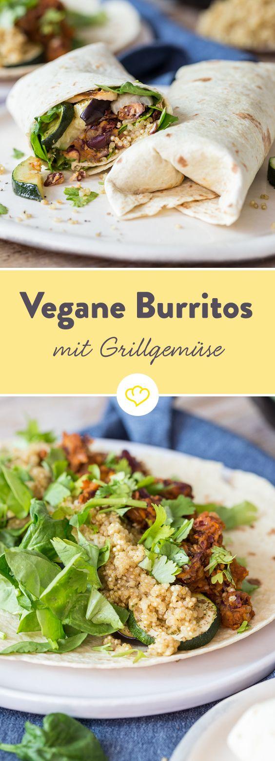 Statt klassischem Rindfleisch und Käse gibt's für diese Burritos eine vegane Füllung aus gegrillten Zucchini, Auberginen und Zwiebeln. Mit in die Rolle gesellen sich cremiges Bohnenmus und Quinoa.