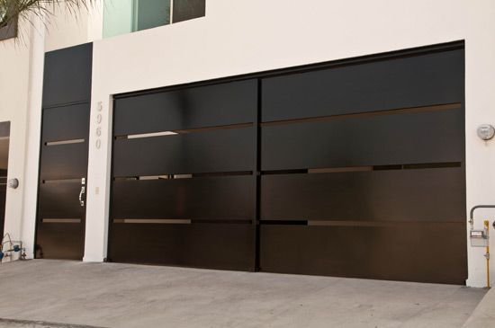 Modern Garage Door and Gates http://www.pinterest.com/avivbeber3/modern-garage-door-and-gates/ #Modern Garage door #clopay #Avante