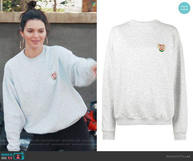 Kendall S Gray Sweatshirt On Keeping Up With The Kardashians Kardashian Style Outfits Grey Sweater Outfit Fashion Tv