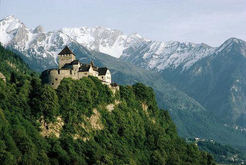 Plebiscito en Liechtenstein ratifica poderes de Príncipe defensor de la vida