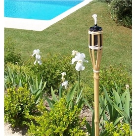 antorcha de bamb fundamental para iluminar el jardin o terraza en tu fiesta ibiza