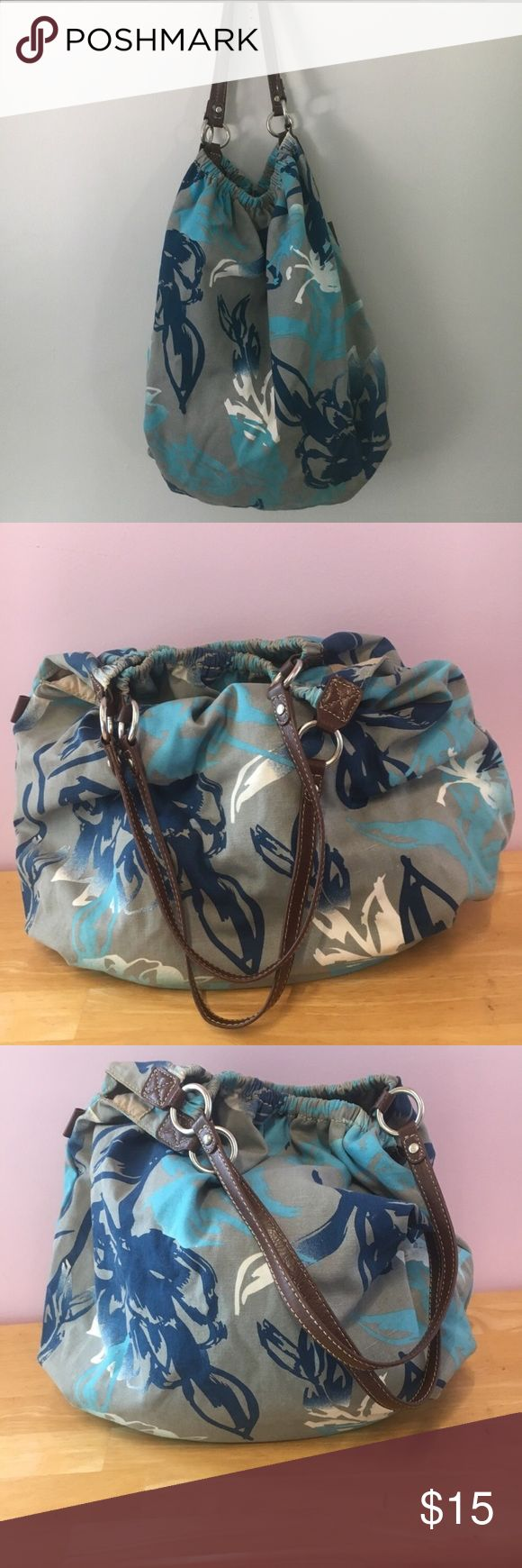 American Eagle Tote Grey and blue American Eagle tote bag. Great school bag. Inside is overall clean with a few pen marks. Make an offer, all reasonable offers will be considered! American Eagle Outfitters Bags Totes
