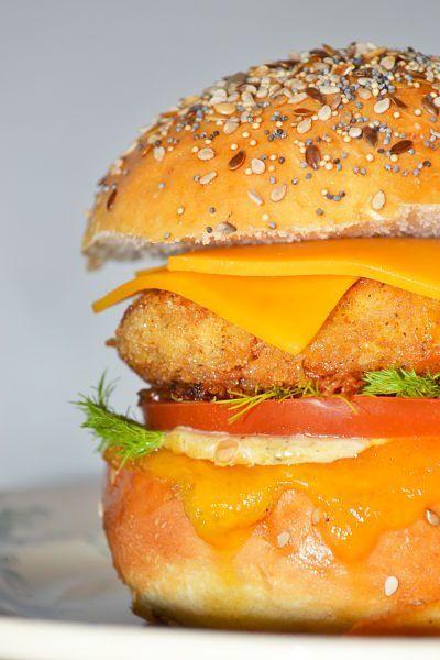 Mc Do vient de sortir un burger Southern chicken cajun. J'ai eu l'occasion de m'abîmer dans la contemplation de cette merveille du fast-food puisque son portrait est actuellement …