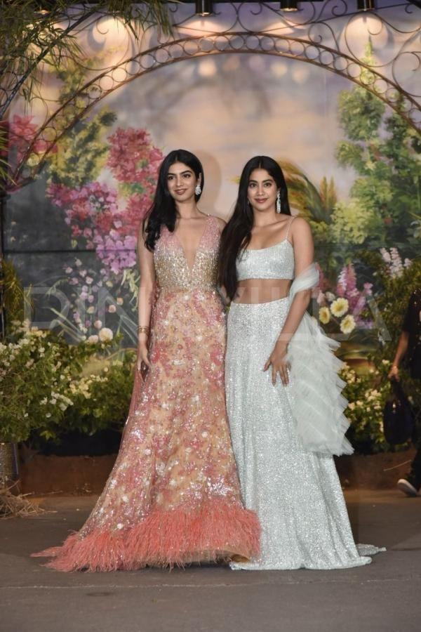 Sonam Kapoor Anand Ahuja Reception Janhvi Kapoor And Khushi Kapoor Look Like A Vision In Traditional Outfits Traditional Outfits Bollywood Outfits Sonam Kapoor Wedding