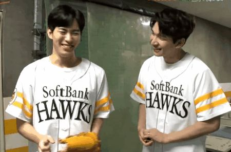 Nervous Bean plus Hyuk. VIXX Fukuoka SoftBank Hawks pitch