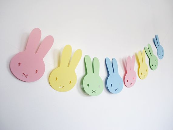 Miffy inspired Easter bunny garland, pattern and tutorial. Minieco.