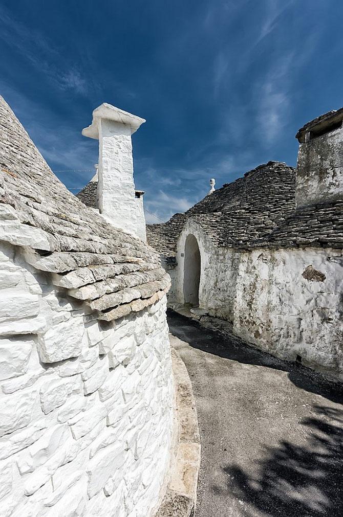 Alberobello, Puglia, Italy    www.paintingyouwithwords.com