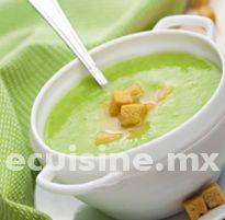 CREMA DE CHÍCHARO Receta para preparar una deliciosa crema de chícharo. Queda escelente si se acompaña con croutones. http://ecuisine.mx/recipe.php?id=8