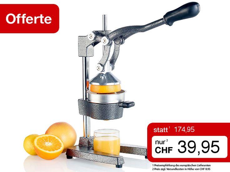 """Mit der professionellen Hebel-Zitruspresse PREMIUM pressen Sie die Zitrone ganz mühelos und ohne Strom aus. Natürlich können Sie auch frische Vitamindrinks aus Orangen und kleinen Grapefruits damit herstellen. Legen Sie dazu einfach eine halbe Frucht ein und drücken Sie den Hebel runter. Schon fliesst jeder einzelne Tropfen Saft direkt in Ihr Glas. Ohne Motor, ohne Lärm: So wird Ihr """"Frühstück am Bett"""" eine echte Überraschung…"""