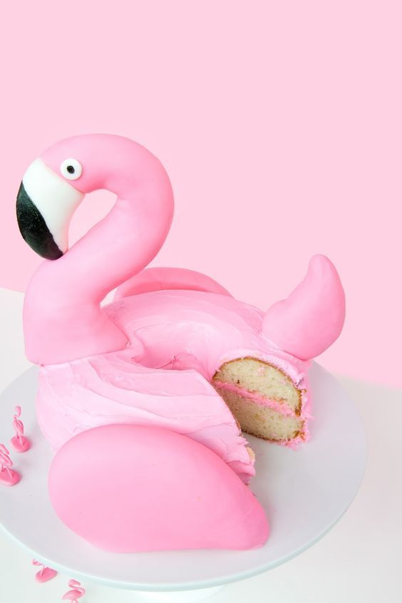 DIY Flamingo Pool Float Cake