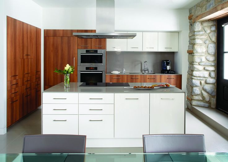 latest lot de cuisine avec hotte en inox et armoire en bois with hotte ilot ronde. Black Bedroom Furniture Sets. Home Design Ideas