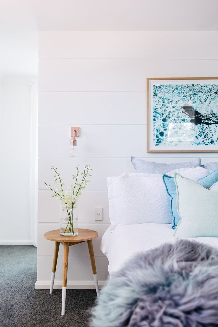 Photography: Hannah Blackmore  /  Interior: Three Birds Renovation  /  Art: Danielle Cross