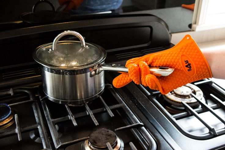 Kitchen Oven Gloves-Silicone BBQ Gloves-Heatproof-No-Slip Oven & Grill gloves-Heat resistant up to 446 ° F / 230 ° C-Ideal for Oven Mitts & Hot Pads Potholder, BBQ