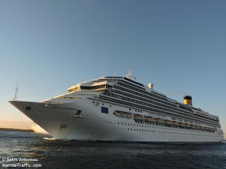 Το Costa Fascinosa καταπλέει στον Πειραιά. 21/11/2014.