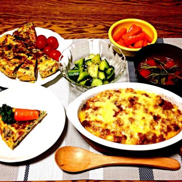 今日のスパニッシュオムレツは焼き色と形がイマイチ ニンジンのグラッセで作ったにんじんで隠してみました。 - 61件のもぐもぐ - スパニッシュオムレツ・きゅうりのダシダ即席漬け・ニンジングラッセ・トマトと豆苗のスープ・マッシュポテトとミートソースのグラタン by 美也子