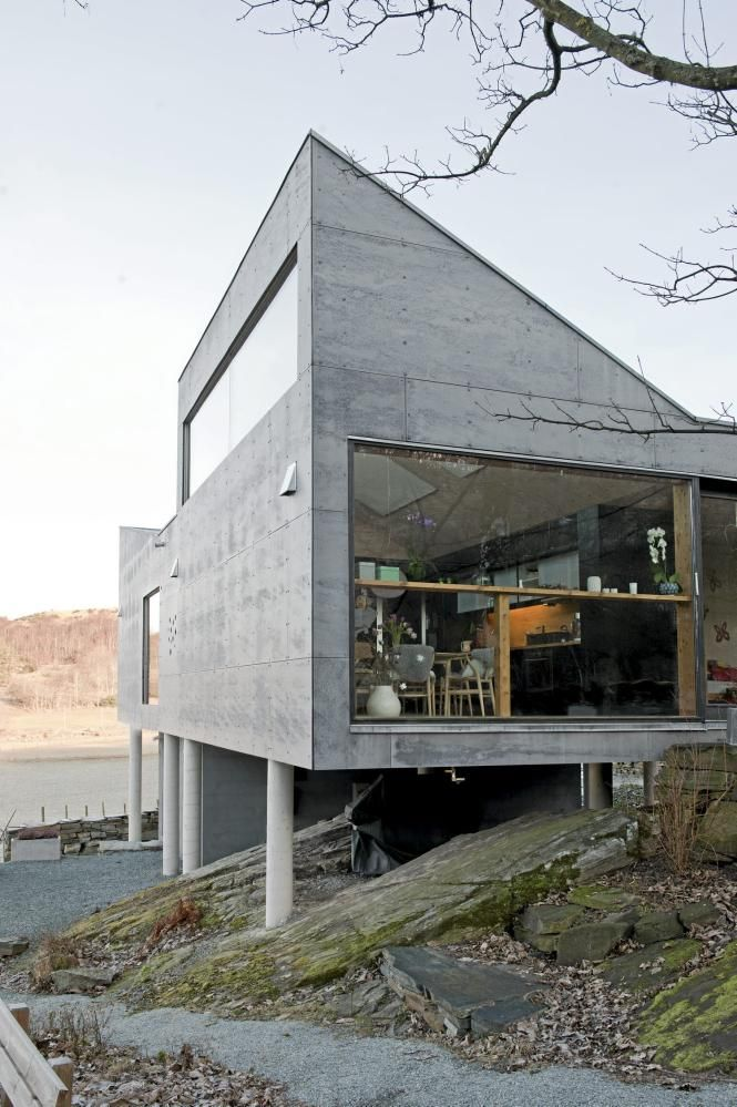 Villa in Norwegian countryside with classic mid-century designer furniture