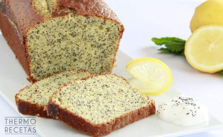 El bizcocho de limón con semillas de amapola es perfecto para un desayuno sencillo y casero. No tiene complicaciones y es rápido de preparar.
