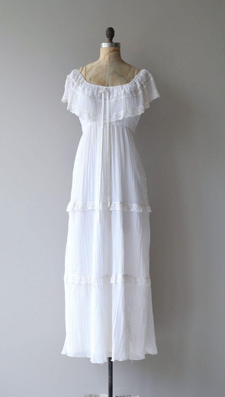 Vintage jaren 1970 puur katoen wit / gaas maxi jurk met elastische bodice zodat het kan worden gedragen in- of uitschakelen schouder, wit lintje